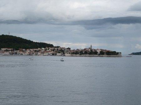 Še zadnji pogled proti Korčuli, ki pa zaradi vremene ni ostala v najlepšem spominu.